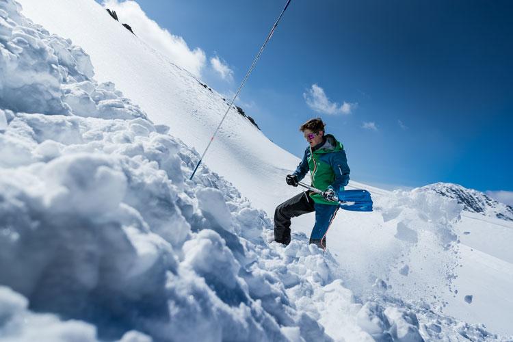 Sonde und Schaufel: Sicherheit bei der Skitour!